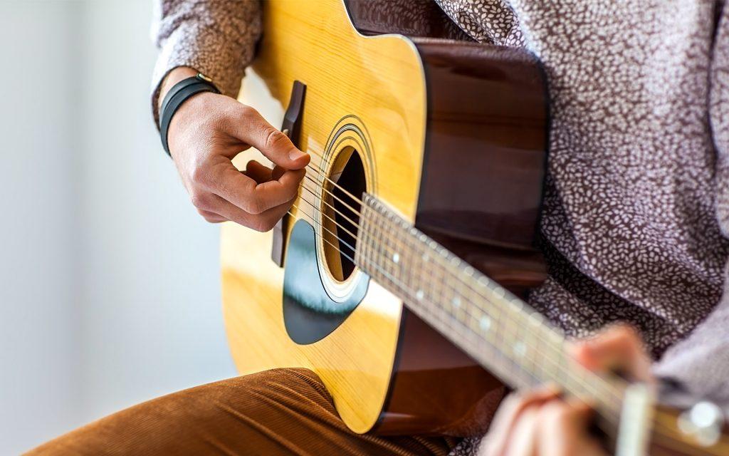 4 Tips For Learning Guitar For Beginners
